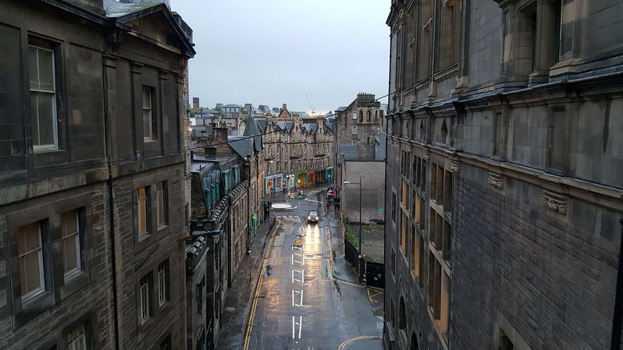 View form an overpass in Downtown Edinburgh, Scotland, UK View Of Edinburgh Cityscape Edinburgh Cityscape Edinburgh Scotland Scotland 💕 City Road No People Diminishing Perspective Street Residential District EyeEmNewHere