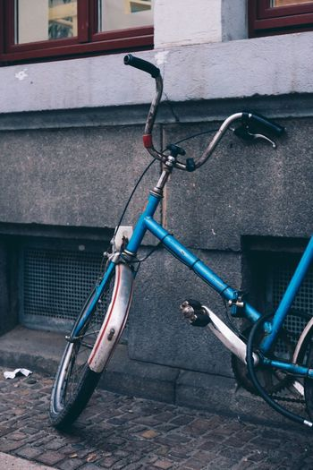 Lieblingsteil EyeEmNewHere Bicycle Retro Bike Retro Bicycle Retro Vintage Vintage Bicycles Vintage Bike Vintage Bicycle Blue Wall Streetphoto Streetphotography