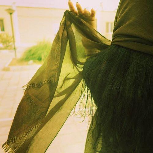 ……………………………………………………………………………………………………… اگر فقط یک روز بود مال ما ... دستهایم را بگیر و در شهر قدم بزن بگذار باران را در خیابان تجربه کنم وسط اتوبان جیغ کشیدن را تجربه کنم اگر فقط یک روز بود مال ما ... در خیابان شلوغ دستانم را بگیر کافه ها دستانمان را از هم دور میکند سکوت پر سرو صدا ترین چیزهاست درون من... از این سروصدا جانم به لبم میآید... پ ن۱:واقعا بی هدف و منظور (من خیلی هم خوبم) پ ن۲:پر از حرف و احساس پ ن۳:نرود ... پ ن۴:کوفتگی و هوای درد دار بهاری هانیه_سامعی گل_پاییزی_من ۱۵:۱۵ ۱۷/۲/۹۵ Photo by:@ellii_adib Loc:کاشان listen:take me to church ………………………………………………………………………………………………………