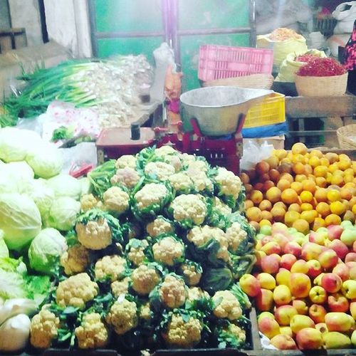Pasar keputran Pasarkeputran Traditionalmarket Sayur Buah night nextwork malamhari fruit vegetables ikonsurabaya eastjava surabaya mborong indonesia