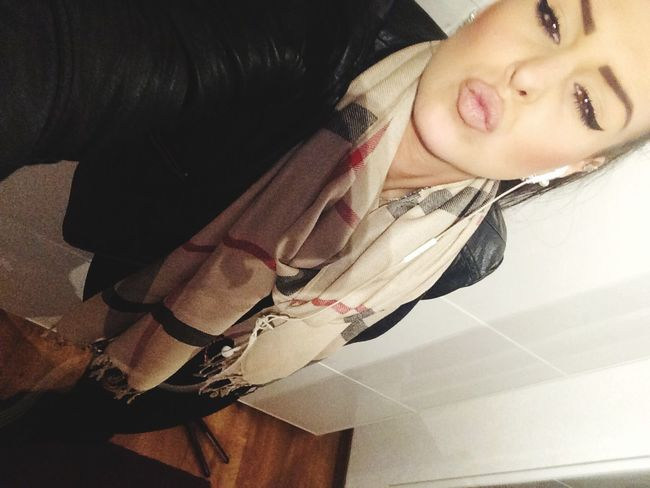 Burberry That's Me Check This Out Selfie Beauty