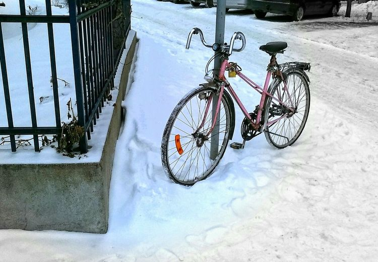 Bicycle Outdoors Land Vehicle First Eyeem Photo Lifestyles Cold Temperature Day Snow ❄ Old Fence Old Race Bicycle Capture The Moment 43 Golden Moments Wintertime Winterscapes