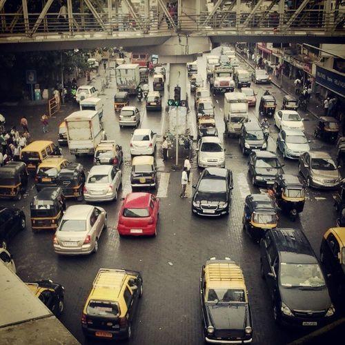 Traffic Vehicles Trafficpolice Monsoon Potholes Taxis Cars Cabs Mainjunction Signals Lanedriving Safedriving Skywalk Instamumbai Instadaily Instabandra
