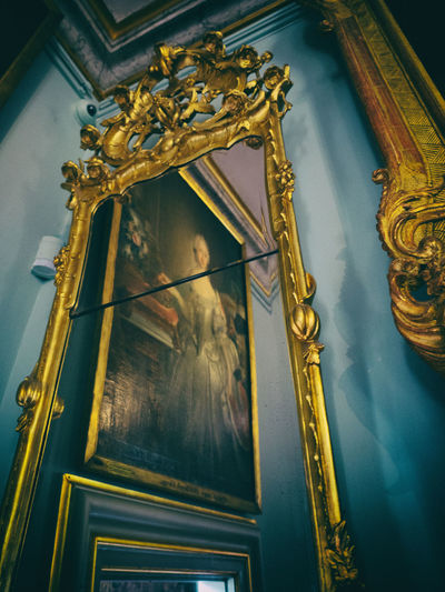 Woman in the Painting in the Mirror Castle Denmark Mirror Rosenborg Castle Rosenborg Slot Woman In The Mirror Danish Danish Girl Frame Gold Gold Colored Golden Indoors  Low Angle View Mirror Reflection Painting Rosenborg