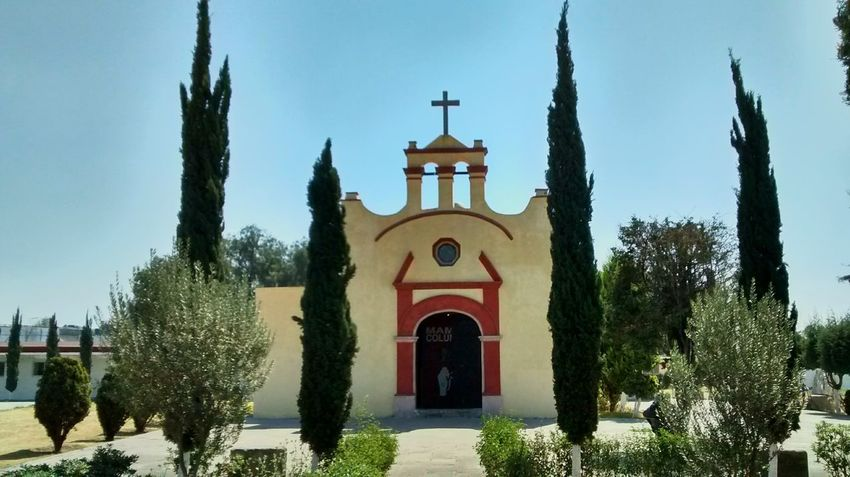 Capilla en casa de Morelos Ecatepec Mexico De Mis Amores Place Of Worship Religion Spirituality Tree Cross Architecture Church Old Buildings