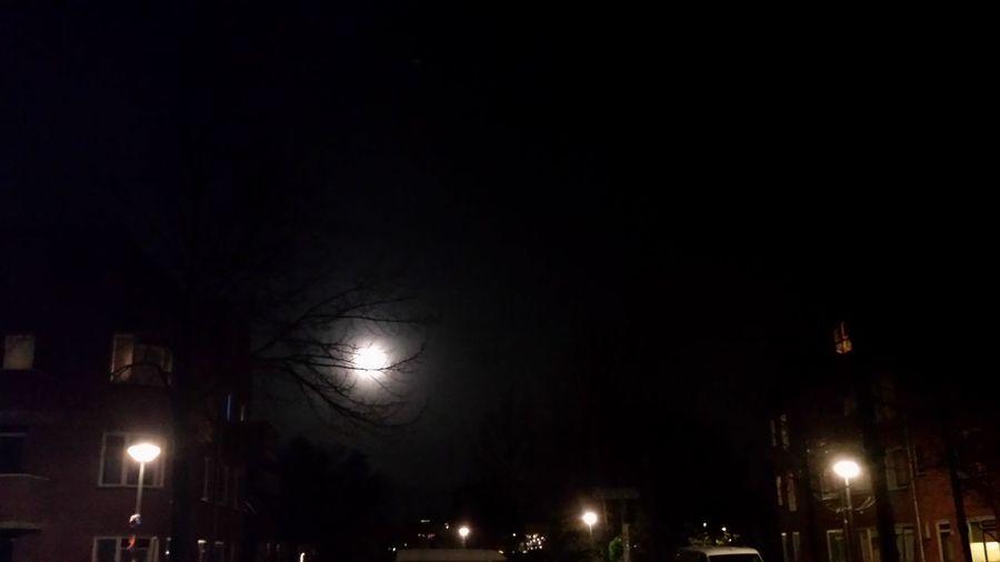 Zie De Maan Schijnt Maan  Moon Autumn different moons! only 1 of them is real.