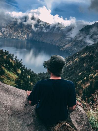 Enjoy the view of segara anak lake