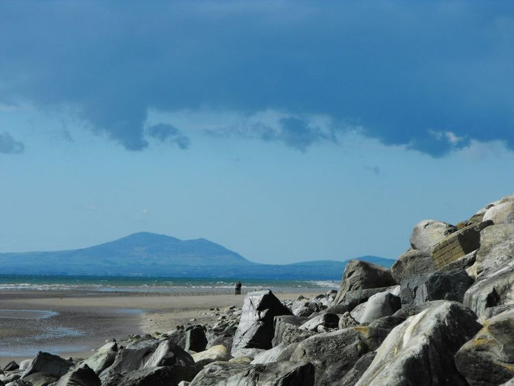 ... Rocks , Sea & Clouds ... Mountain Tranquility Couple Beach Landscape Cloud - Sky Scenics Tranquil Scene Sky Beauty In Nature Nature Outdoors Day Wales North Wales Mountains Harlech Beach Harlech Vista Mar Море Green Sea