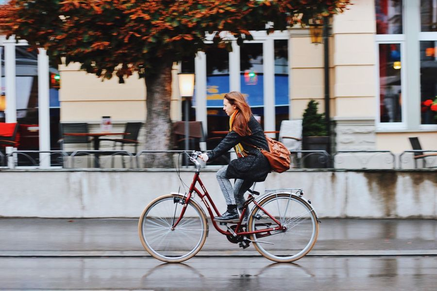 CyclingUnites Bicycle Real People City Street Young Women Lifestyles Young Adult Mode Of Transport Building Exterior Full Length Outdoors One Person Leisure Activity Transportation Cycling Built Structure Beauty Architecture Day Beautiful Woman מייאופניים מיישוויץ Traveling Home For The Holidays