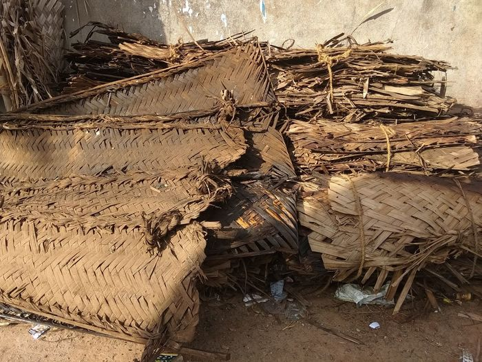 weaved coconut leaves for hut - pandhal - marquee Indian Marriage Temporary Structure Pandhal Marquee Hut Roof Material Ancient Building Techniques Weaved Leaves Coconut Leaves