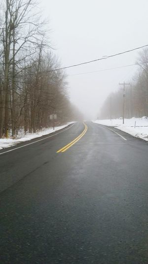 Photo prise le 25 Novembre 2016!! Un manifique Brouillard hivernal!! Fog Road Rain Outdoors Cold Temperature Photo♡ Mesphotos PhotosophLav Hivernal  Winter Ontario, Canada Hivernal  EyeEmNewHere Connected By Travel