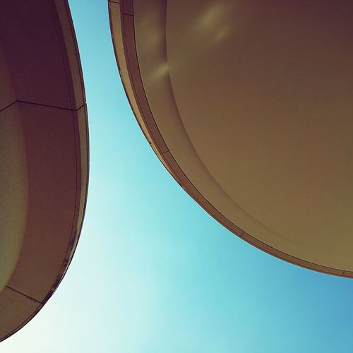 Outdoors Sky Eye4photograghy Mobilephotography Urban Geometry Architecture_collection Architecturelovers Architecture Lookingup Architectureporn Building