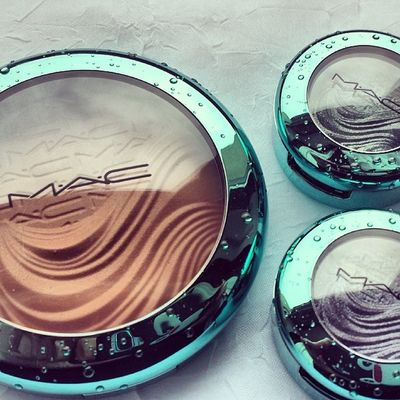 In love with the packaging ? @maccosmetics Mac Alluringaquatic Macalluringaquatic Limitededition extradimension extradimensionbronzer bronzer aphroditesshell extradimensioneyeshadow eyeshadow legendarylure fathomsdeep bblogger beautyblogger blogger maclover