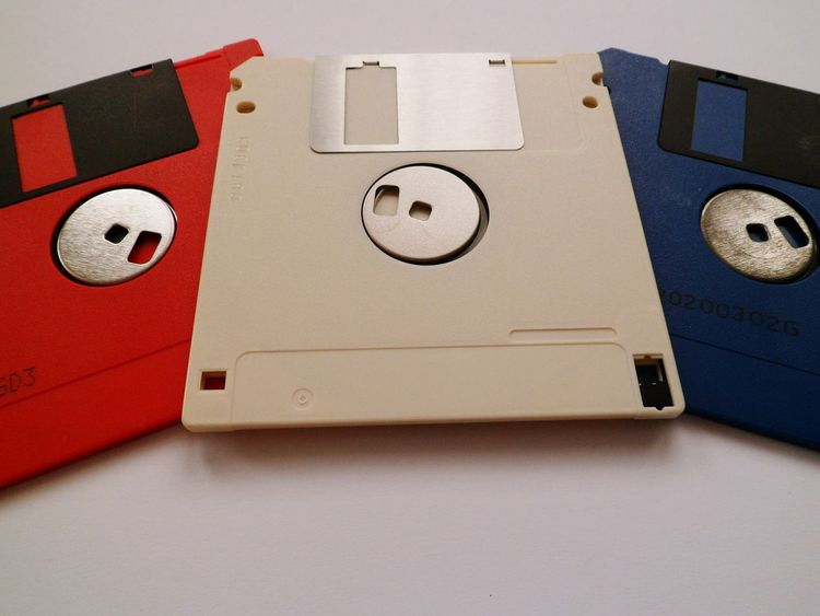 The Color Of Technology No People Circle Red Geometric Shape Red Colour Multi Coloured Disc White Color Hello World Eye4photography  Studio Shot Backgrounds Background Man Made Object Differential Focus Connection Close-up EyeEm Gallery Technology Circle Floppy Disc Eye4photography  Full Frame Red