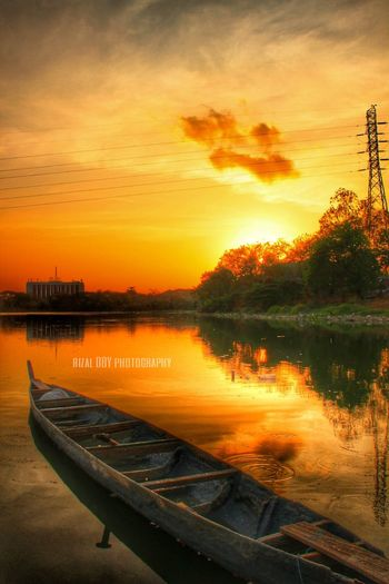 Keindahan yg selalu saja muncul ketika kita mencarinya di sana Sunrise Sunrise_sunsets_aroundworld Landscape Ship