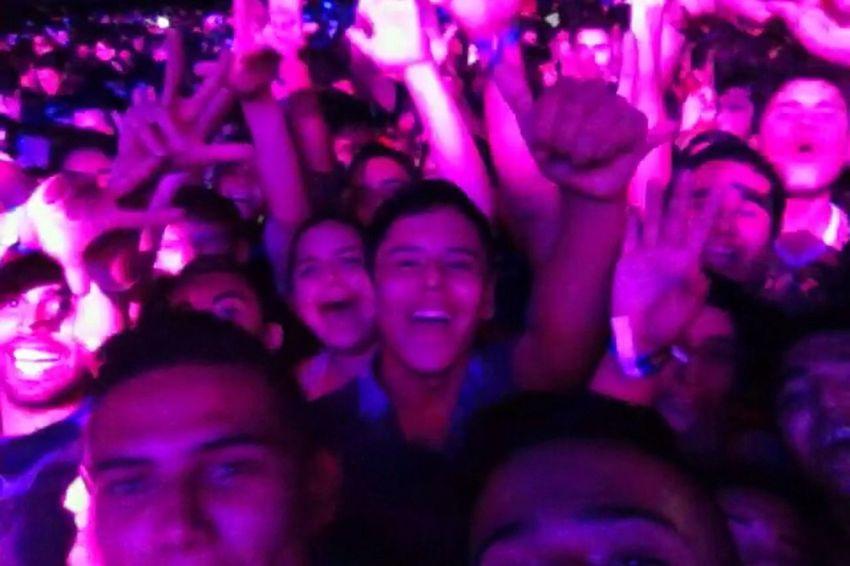 Hardwell Selfie Friends Party