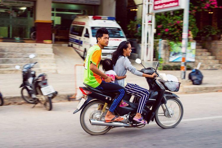 Up Close Street Photography Thailand #travellife #backpacker #beautiful #ontheroad #instatravel #photography #photographer #sonya6000 #actioncamera #hostellife #krabi #waterfull #waterfalls #thebeautyofthailand