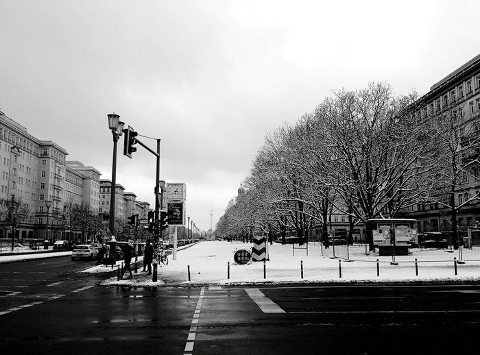 Day 202 - Snowy Berlin Berlin Blackandwhite Streetphotography Streetphoto_bw Snow 365florianmski 365project Day202