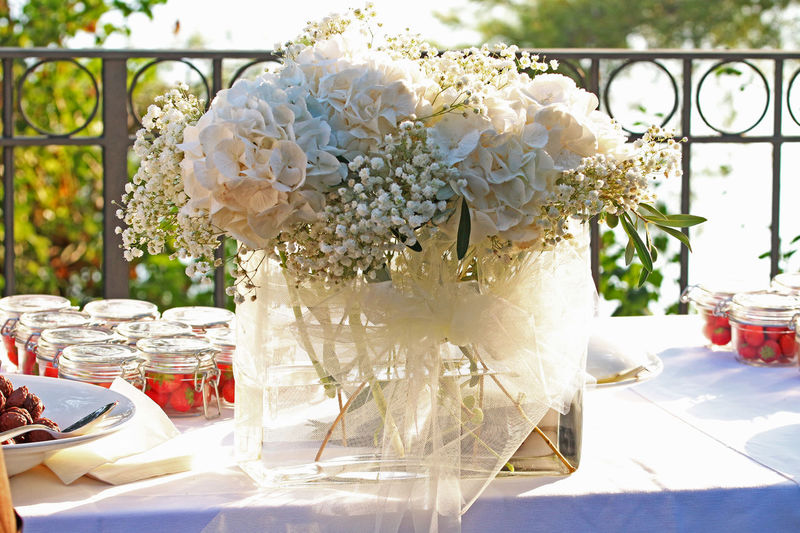 Bouquet Close-up Creativity Details Flower Focus On Foreground Freshness Glass Container Green Color Light Lights Strawberries Sunny Sunnyday Sunnyday☀️ Wedding Wedding Party Wedding Photography White White Color White Flower