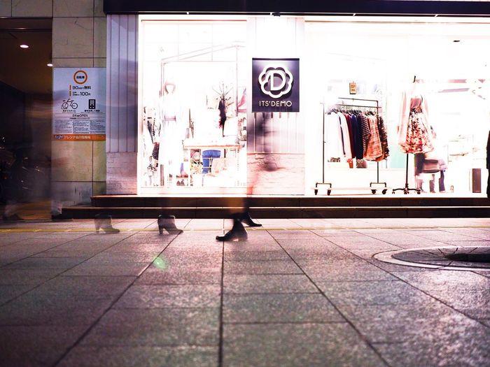 Footprints. 足跡シリーズ。特に御好評頂いている感は全く無いですが、好きなので勝手にシリーズ化。 Olympus OM-D E-M5 Mk.II Tokyo Street Photography Walking People Motion Blur Motion Blurred Motion Blur Footprints FootPrint Store Built Structure Architecture City