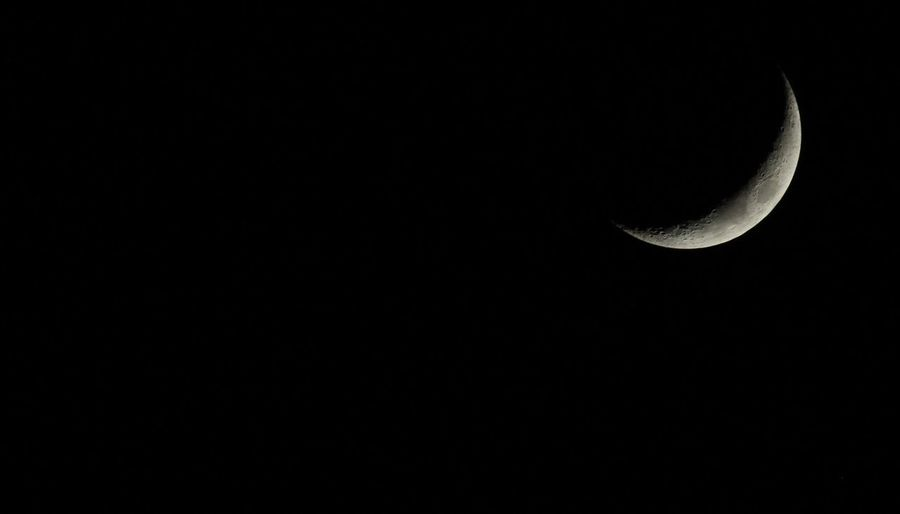 Lune au dessus de St Cosme EOS 700d 1/250 F 1/8 iso 800 Saint Cosme En Vairais Moon Sky Copy Space Night Beauty In Nature Space Astronomy Moon Surface Crescent