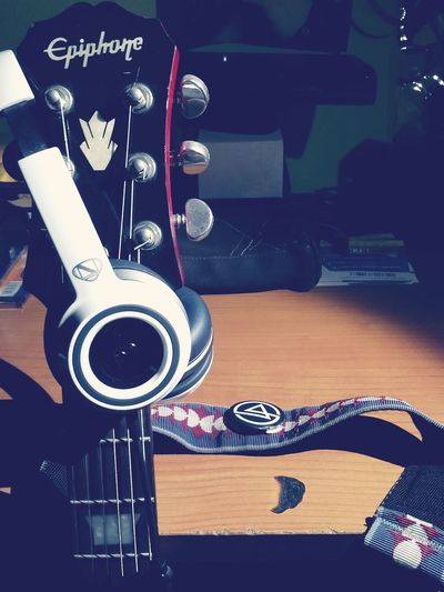 A life between strings.♡ Lesson Guitar Epiphone Ntune Monster