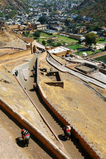 High Angle View Of Fortified Wall At Amber Fort On Sunny Day
