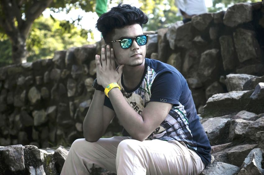 Sometimes we lost completly in ourself but dnt know why. .. Hello World Portfolios Hanging Out Qutabminar Enjoying Life Chocolateboy Blueshades Haircut Realfit Lost In Thought... Love ♥ Complete Focus