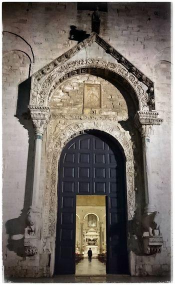 Durch dieses Portal muss er kommen Churchporn Iloveitaly Italy Onemanshow Bari Religiousarchitecture