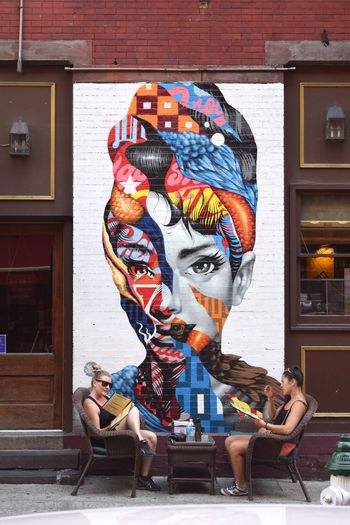 Showcase July People Together Beautiful Day Enjoying Life Enjoying The Moment Places I've Been Enjoying The Sights Enjoying Time Enjoying The View Capture The Moment Great View New York Nikon D3300 New York City NYC Photography Street Photography Streetphotography Little Italy / NY Graffiti Graffiti Art Graffiti Wall Audry Hepburn Graffiti & Streetart Friendship Enjoying A Cup Of Coffee