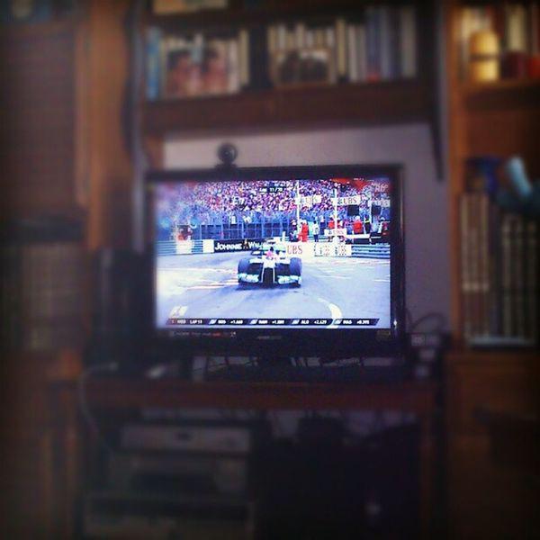 Después de un Sábado maratoniano con 17 horas de trabajo ... viendo la F1 Tv Avanti @alo_oficial !!