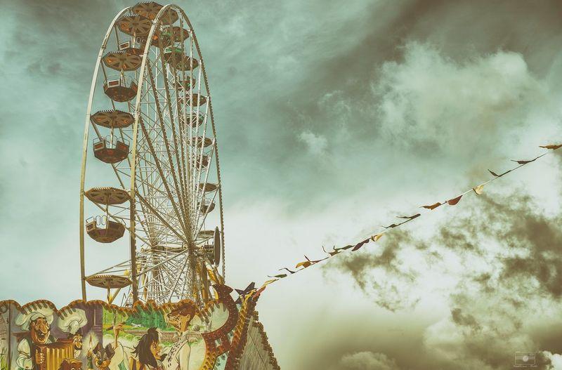 Wonderwheel-stories Wonderwheel Riesenrad Karussell Jahrmarkt Fest Dramatic Sky Clouds Wolken Wolkenhimmel Wolkenbilder Sky Sky And Clouds Kassel Casselfornia Wimpel Sonya7II