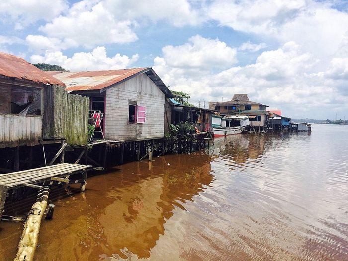 Kehidupan di Sungai Mahakam Tenggarong Kutai Kertanegara urat nadi kehidupan masyarakat