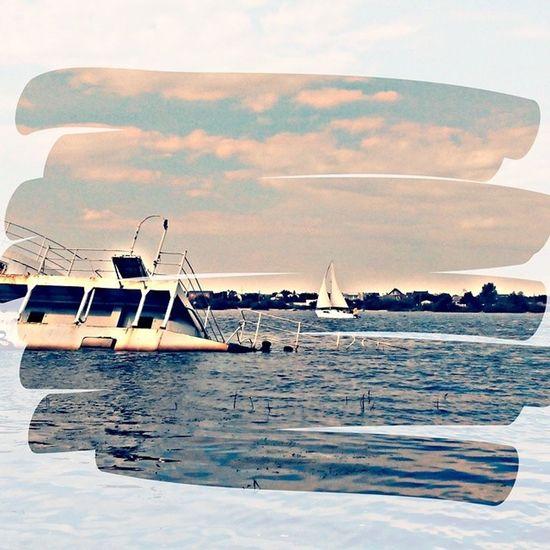 Днепровский Титаник... корабль пляж парусник красиво днепр жуковостров бегаю лето жара киев вода отличныйдень отдых спорт солнце славутич река