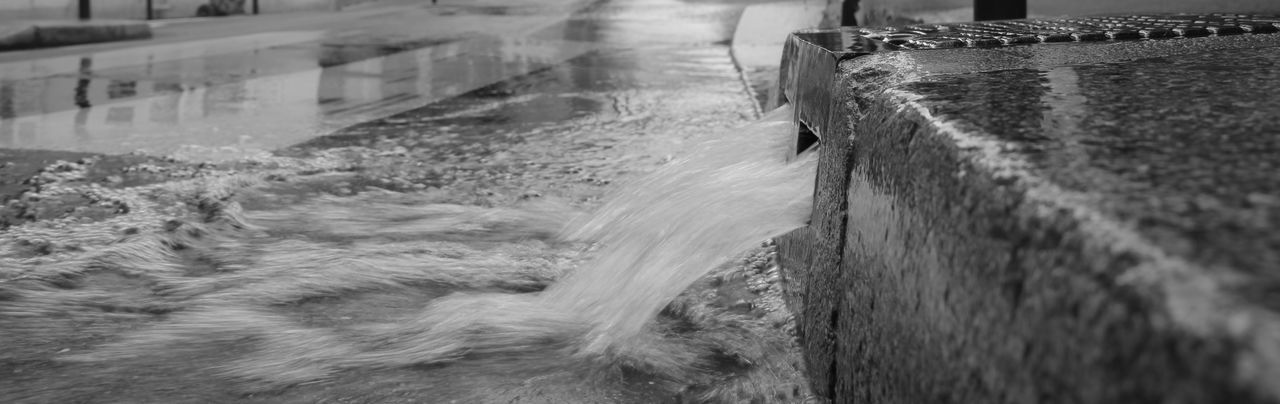 Water pourring onto the Streets of Paris. Paris Rain Day Industry Outdoors Rue Des Paris Streetphotography Streets Of Paris Streetsofparis Suersonic Water Waterfront EyeEmNewHere