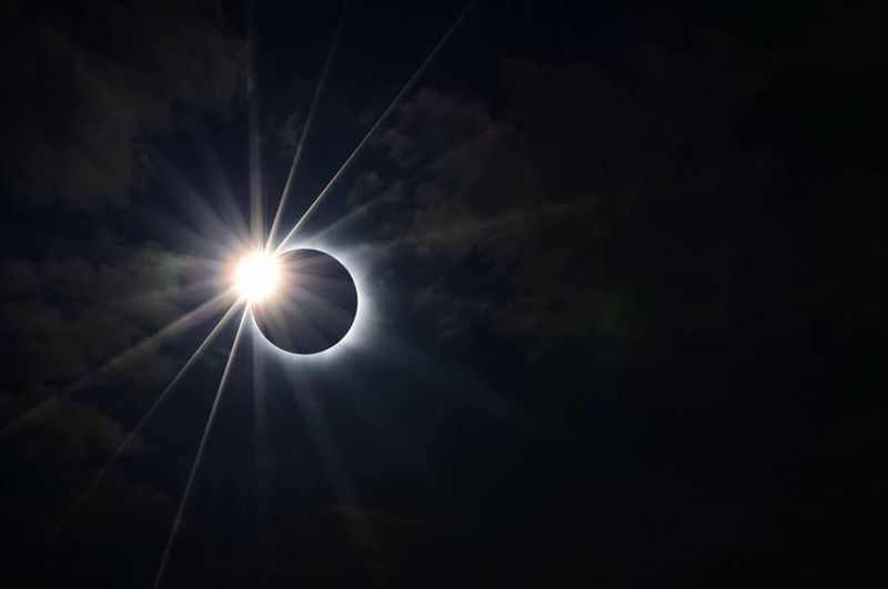 More views in perfect totality Mountain Solar Eclipse Beauty In Nature Moon Sky Canon Special👌shot Spectator Lense Flare - Sun Burst Eclipse 2017 Eclipse Stages Earth Lensfilter
