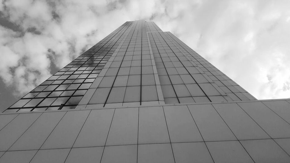 Foto de la Torre de Cali Architecture Built Structure Business Finance And Industry Sky Modern Building Exterior Outdoors No People Photooftheday Colombia Photography CaliColombia Samsungphotography