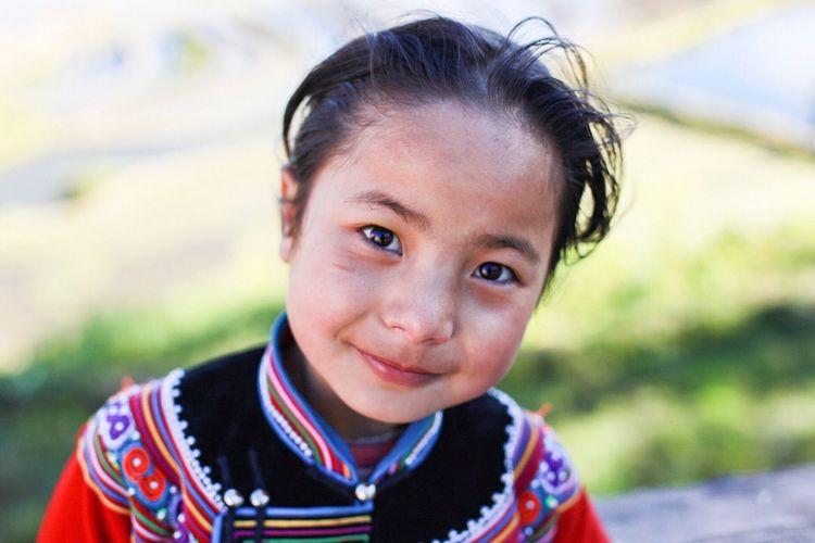 Yuanyang Hani Looking At Camera Smiling Happiness Girl