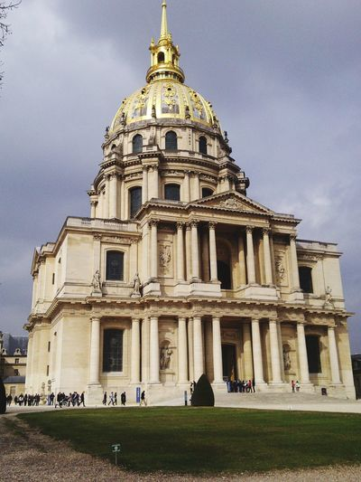 Les Invalides Invalides  Grey Sky Paris Architecture_collection Architectural Design Buildings Architecture Building Exterior Buildings Hotels Les Invalides Paris's Military Museum Military History Military Museum Politics And Government City Religion History Dome Façade Spirituality Sky Architecture Building Exterior