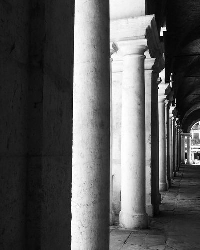 Architecture Built Structure Architectural Column Column Colonnade Pillar In A Row Building Exterior Day The Way Forward Corridor Diminishing Perspective Arched Stone Footpath No People Architectural Feature Igersvicenza Architecture Basilica Palladiana BeW