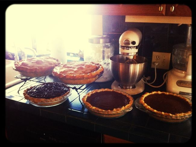 Pies are cooling... #momshouse