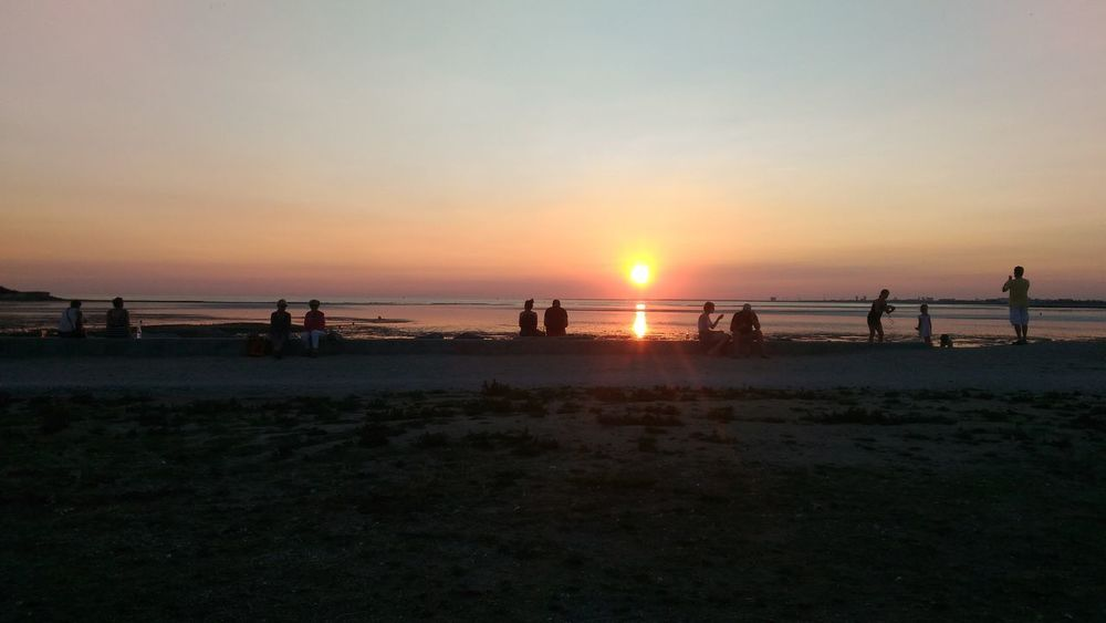 Beach Sunset Sea Sand Water Horizon Over Water Silhouette Nature Vacations Summer People Landscape Beauty In Nature Large Group Of People Sky Lifeguard  Outdoors Full Length Coucher De Soleil Plage Soir Soirée