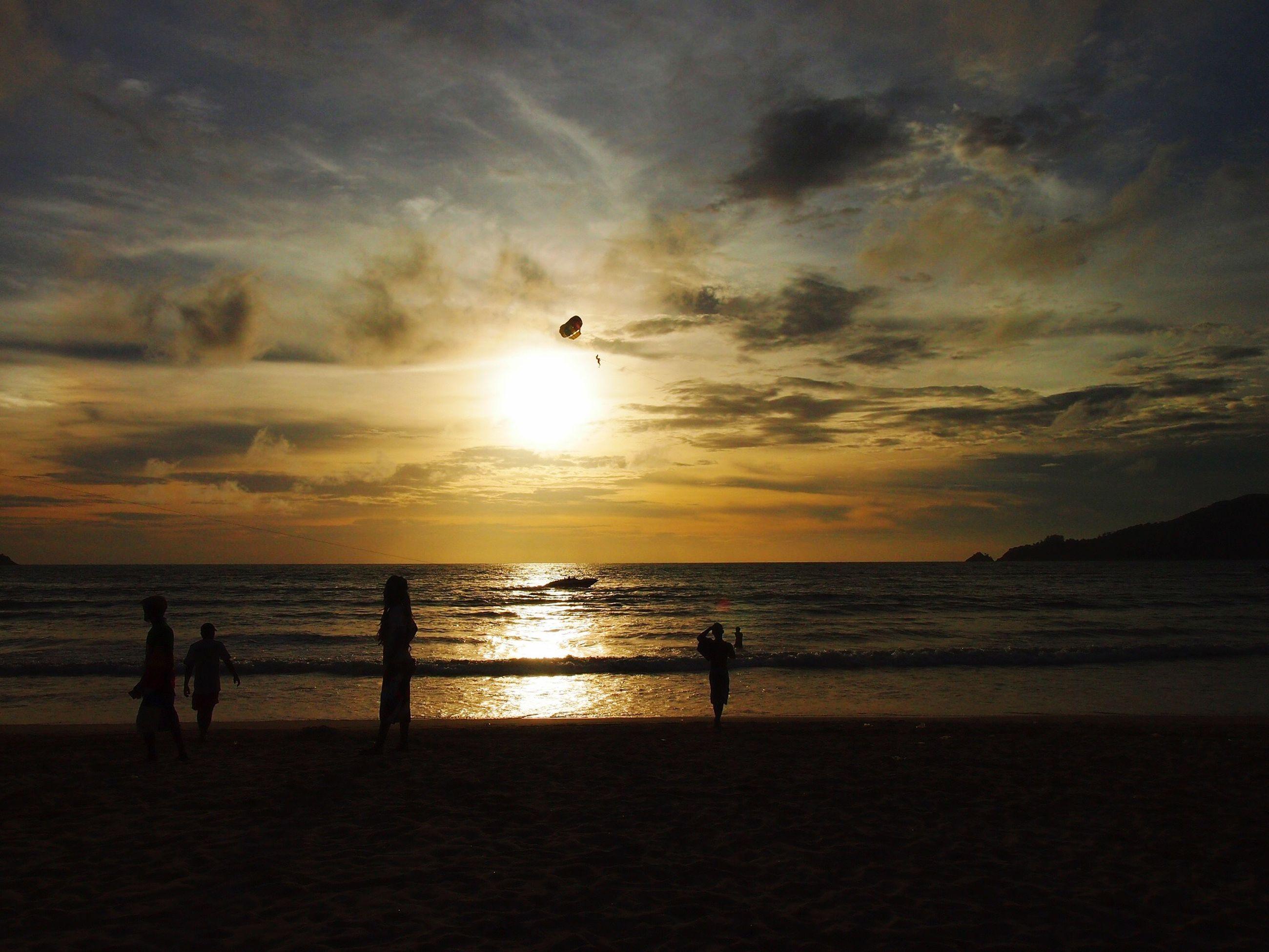 sea, sunset, horizon over water, water, sky, beach, silhouette, sun, scenics, cloud - sky, beauty in nature, shore, tranquil scene, tranquility, idyllic, nature, cloud, orange color, leisure activity