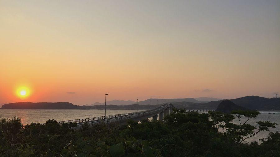 午前5時の角島大橋 夜明け 山口県 角島大橋 Tsunoshima Bridge Breaking Dawn Yamaguchi Prefecture Sky Beauty In Nature Scenics - Nature Mountain Sea