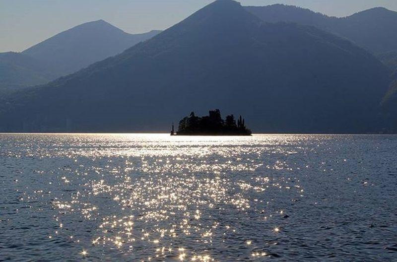 Lagodiiseo Lagodiseo Lake Liqen Acqua Water Uje Isola Island Ishull Italia