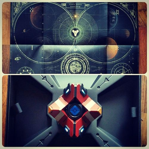 Destiny Space Map & Replica Ghost. Absolutly amazing quality in the replica and the map is a beautiful piece of design. Destiny Map Replica  Ghost ps4 gaming edition