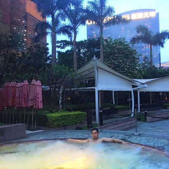 Chill out, relax and enjoy my day HardRockHotel Hardrockhotelmacau Macau Cityofdreams  Jacuzzi  Jacuzzi Time  Manwithstyle ASIA Asian