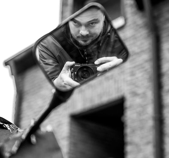 Rückspiegel Selfie Blackandwhite Black And White Blackandwhite Photography Black&white Glass Glass - Material Photography Themes Portrait Camera - Photographic Equipment Photographing Selfie Men Photographer Old-fashioned Retro Styled Technology Self Portrait Photography Posing Self Portrait Digital Single-lens Reflex Camera Digital Camera