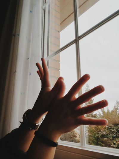 Hands Hands Model Window Light Cloudy Day Shiluette HuaweiP10 Photo Photooftheday Green