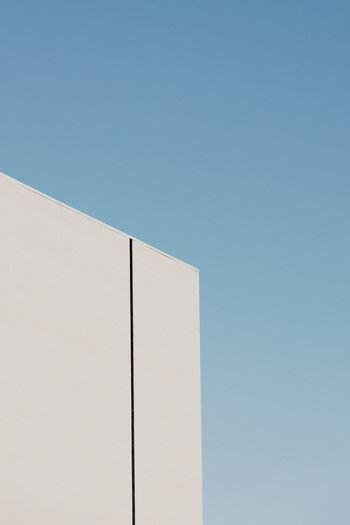 Black line Wall
